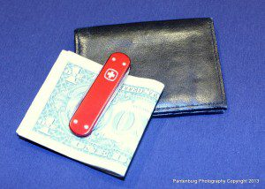 A money clip might be the best bet if you need to carry large amounts of cash.
