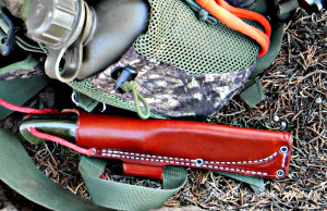 The Tundra comes with a sturdy leather Sharpshooter-style sheath.
