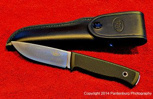 The handle on this Fallkniven F1 is very comfortable to use.